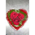 Γυάλινη καρδιά με κόκκινα τριαντάφυλλα