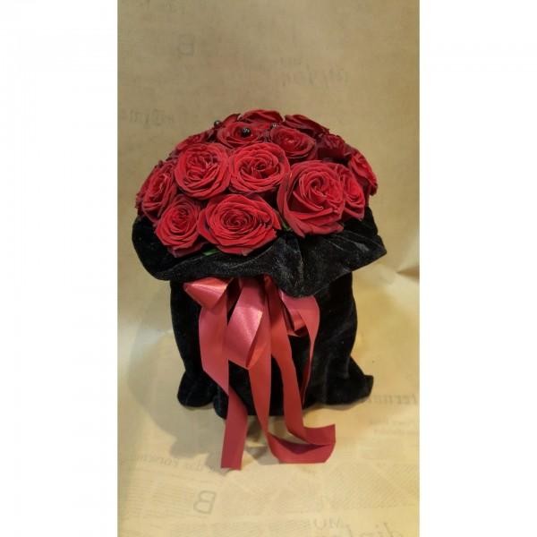 Πουγκί με μπουκέτο από τριαντάφυλλα